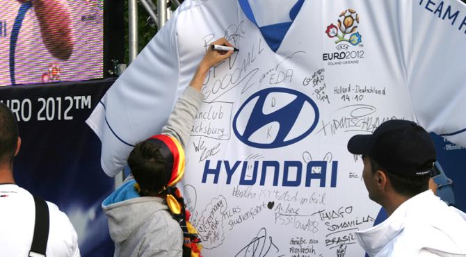 Team Hyundai uniform signing at Hyundai Fan Park Berlin